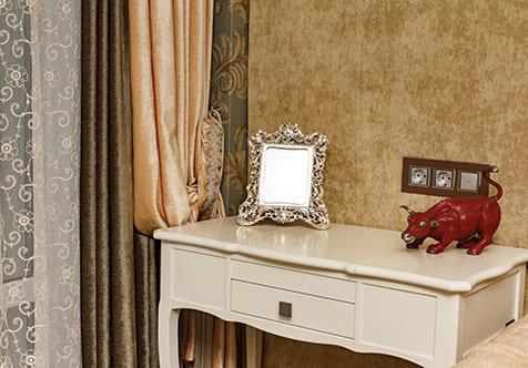 Текстильное оформление спальни для семейной пары 3